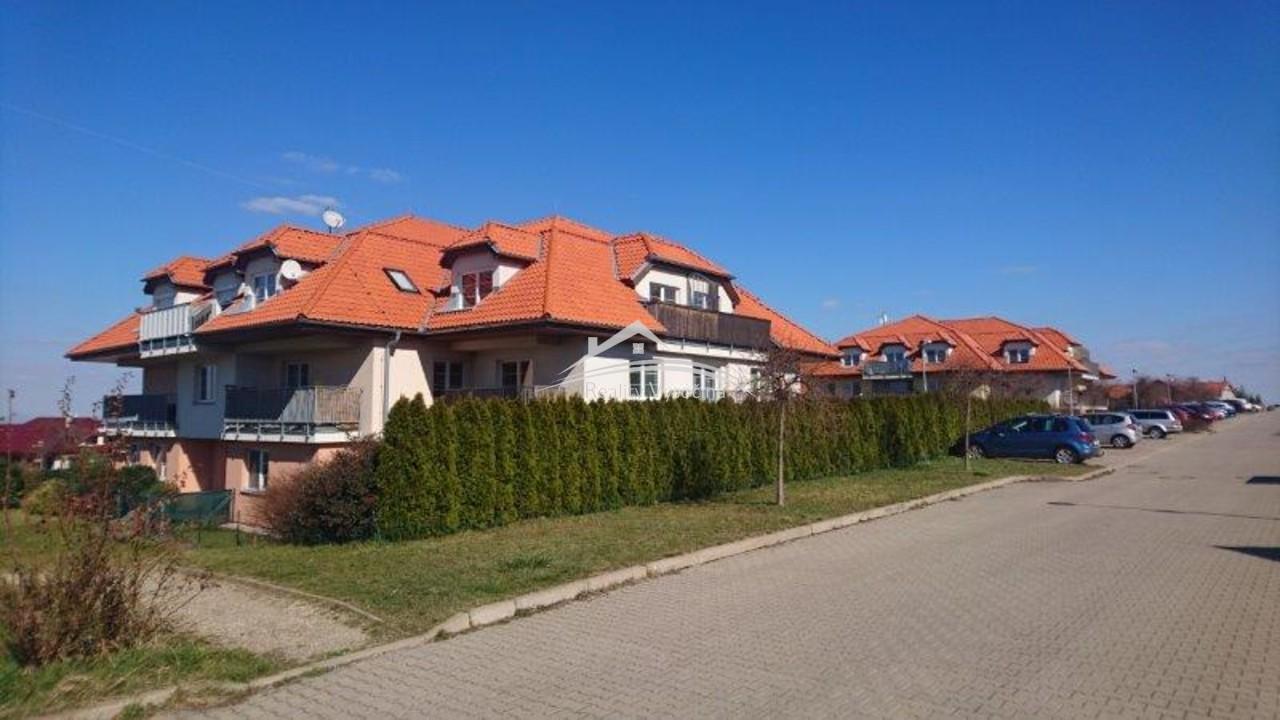 Podkrovní byt 3+kk s balkonem,  v obci Holubice, Kozinec