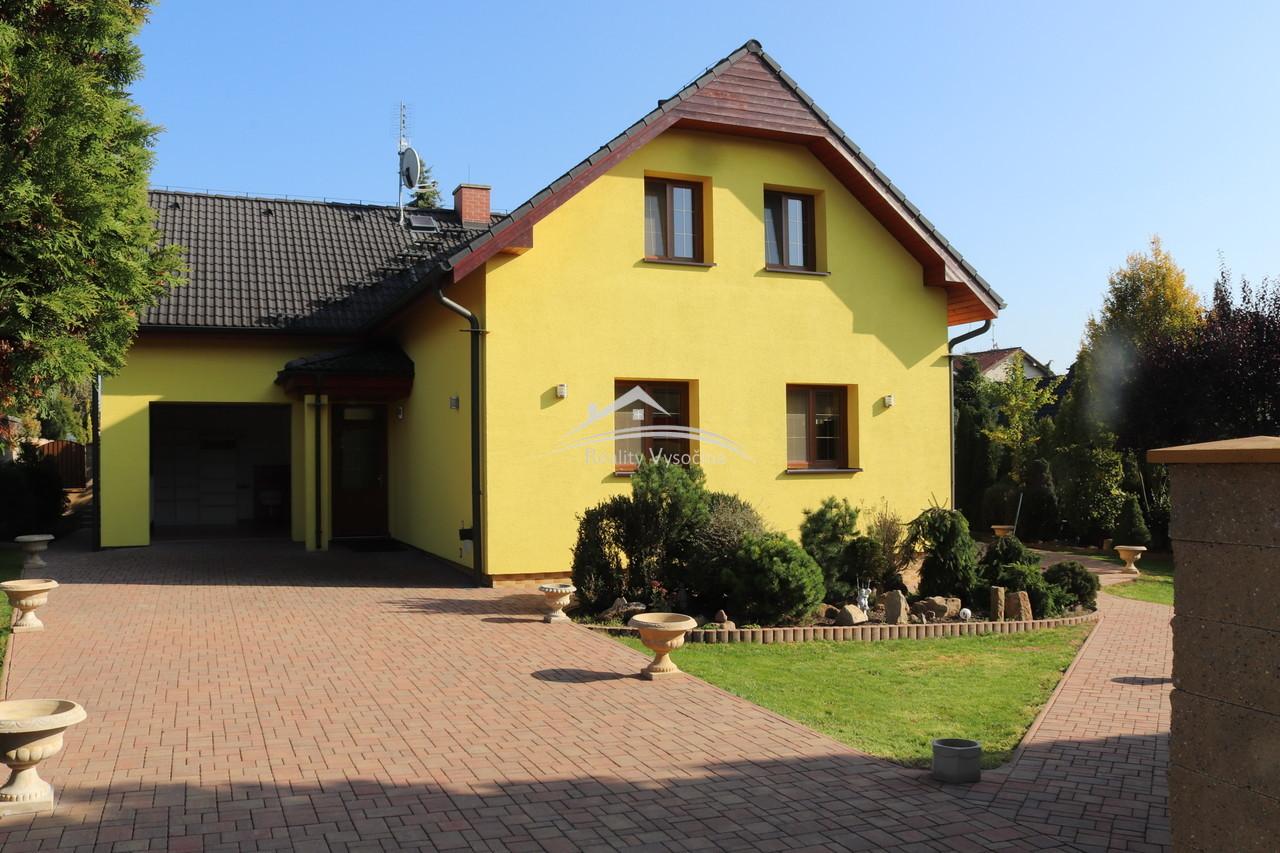 Nadstandardní rodinný dům se zahradou v obci Proboštov, okr. Teplice.