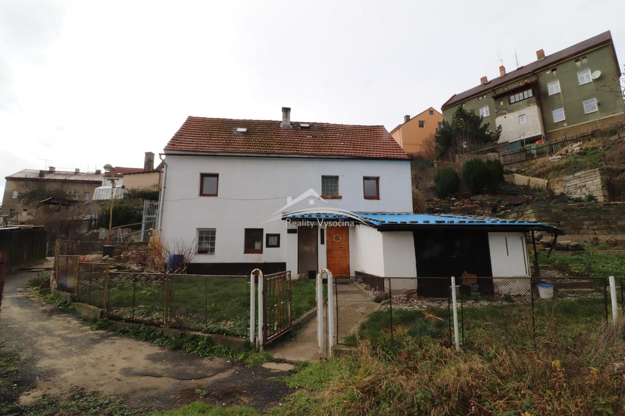 Rodinný dům s zahrádkou v Benešově nad Ploučnicí, okr. Děčín.