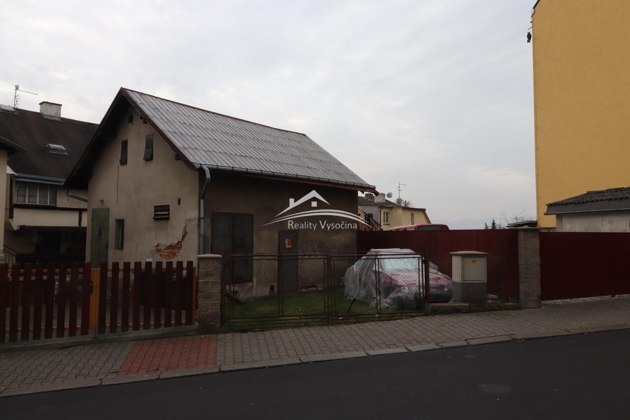 Stavba pro rekonstrukci budoucího domu.
