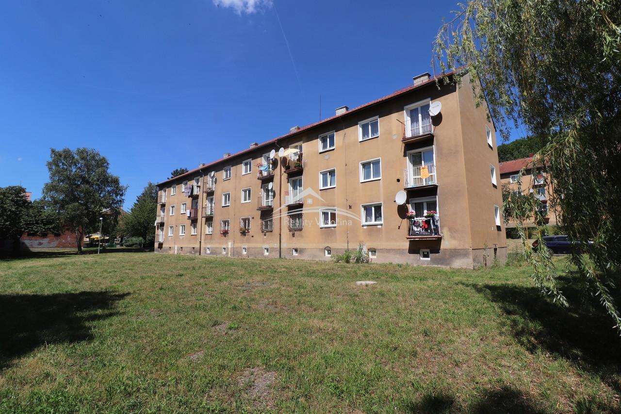 Cihlový byt s balkonkem v Hamru u Litvínova.