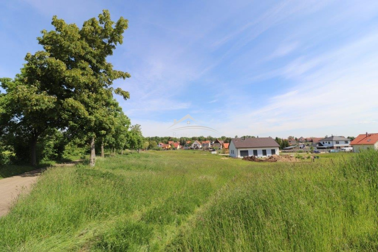 Stavební pozemek v obci Horní Beřkovice